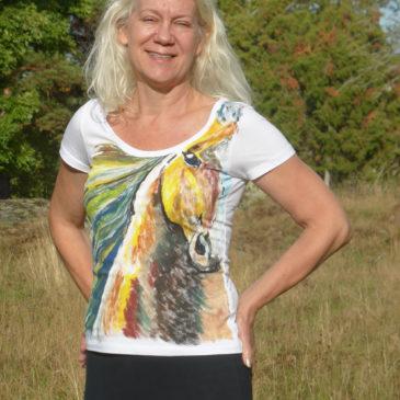 Vill du ha en T-shirt eller en hästskulptur?