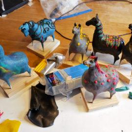 Ett helt litet gäng med små hästar