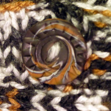Swirl buttons for the knitted sweater