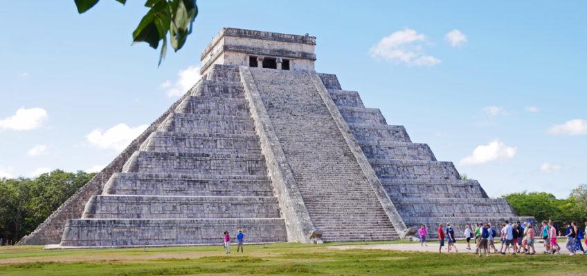 Bild på mayatemplet Chichen Itza