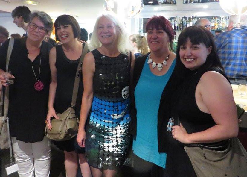 Fem deltagare vid Euro Syndergy i Bordeaux 2017. EvaMarie i mitten bör sin vinnande Moonlight Dress.