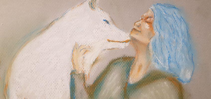 Porträtt av kvinna med vit varg