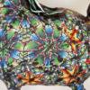 Närbild på färsprakande mönster i polymerlera