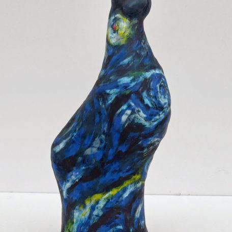 Stiliserad hästskulptur i blå nyanser