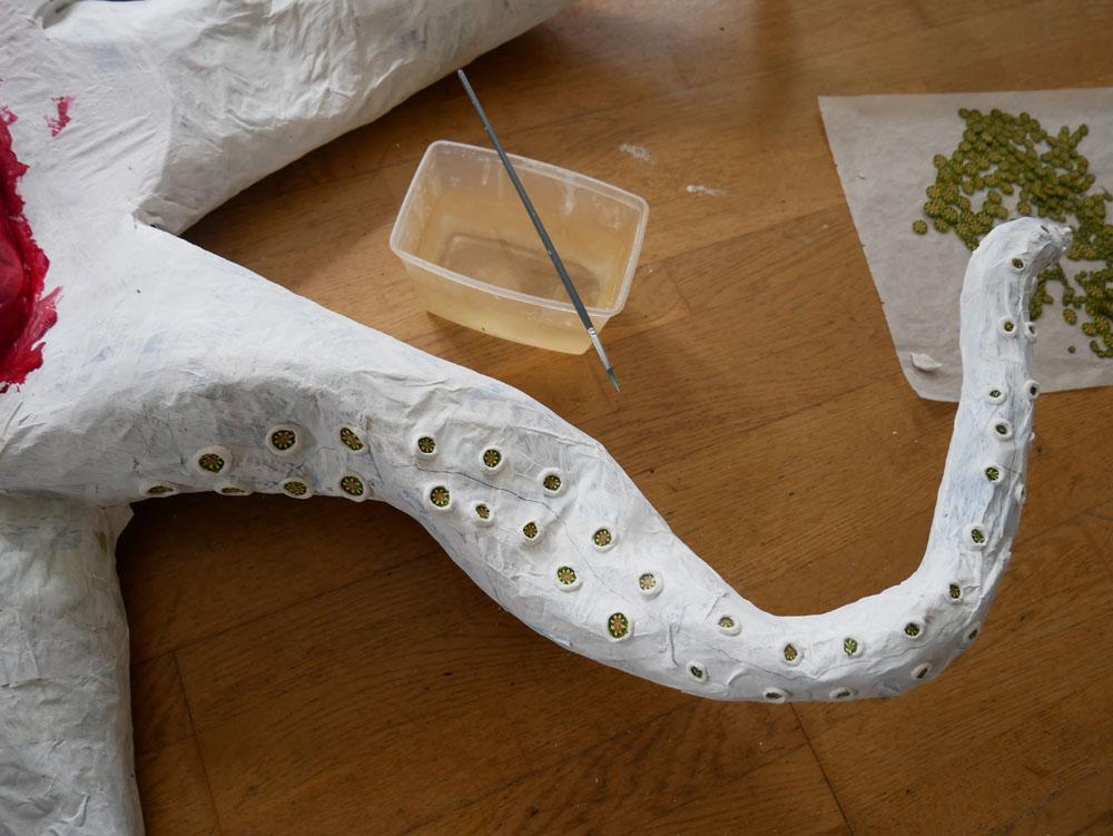 WIP: Sugkoppar i sätts på bläckfiskens tentakler